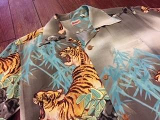 サンサーフ ハワイアンシャツ 「PROWLING TIGER」